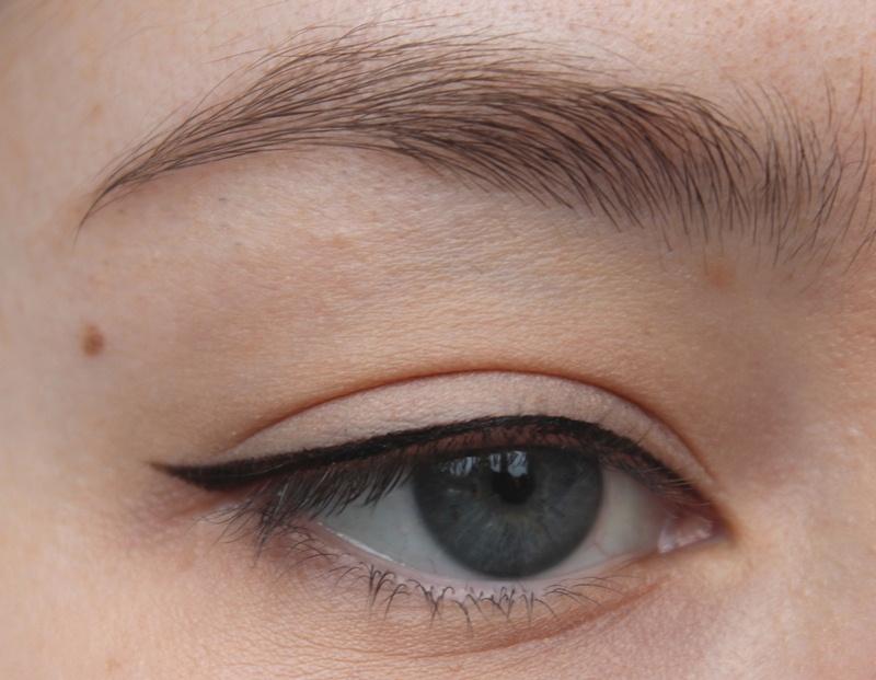 eyeliner bei schlupflidern tipps tricks und tutorial cream 39 s beauty blog. Black Bedroom Furniture Sets. Home Design Ideas