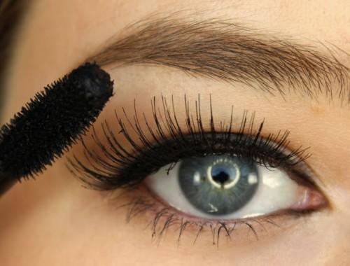 neues video eyeliner aus lidschatten selber machen cream 39 s beauty blog. Black Bedroom Furniture Sets. Home Design Ideas