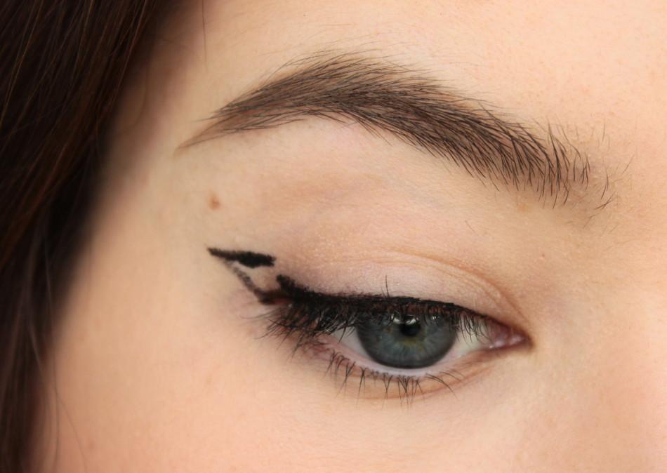 tipps tricks und tutorial cat eyeliner bei schlupflidern. Black Bedroom Furniture Sets. Home Design Ideas
