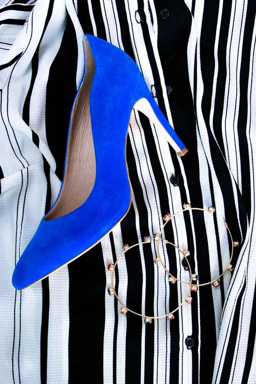 Outfit Streifenkleid blaue Pumps