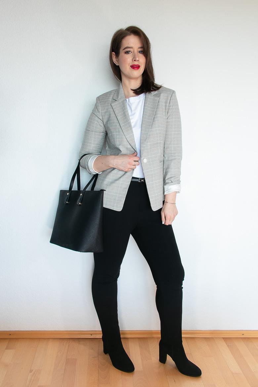 Outfit für kurvige Figur mit grauem Blazer