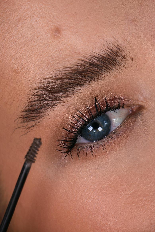 Catrice Volume & Lift Mascara für Augenbrauen Close Up